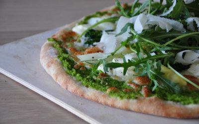 Grüne Pizza mit Spargel