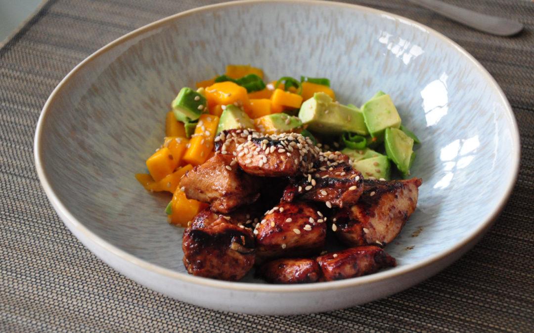 Miso-Hühnchen mit Mango und Avocado