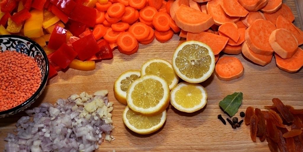 Zutaten für die Süßkartoffel-Tagine mit roten Linsen