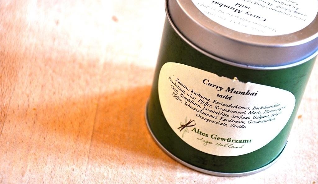 Kartoffel-Curry mit Koriander-Minz-Joghurt